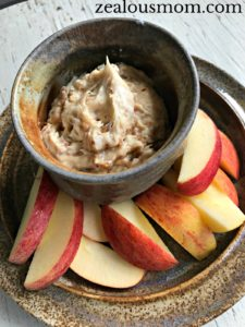 Delight everyone's taste buds with this simple and delicious vanilla toffee apple dip. @zealousmom.com